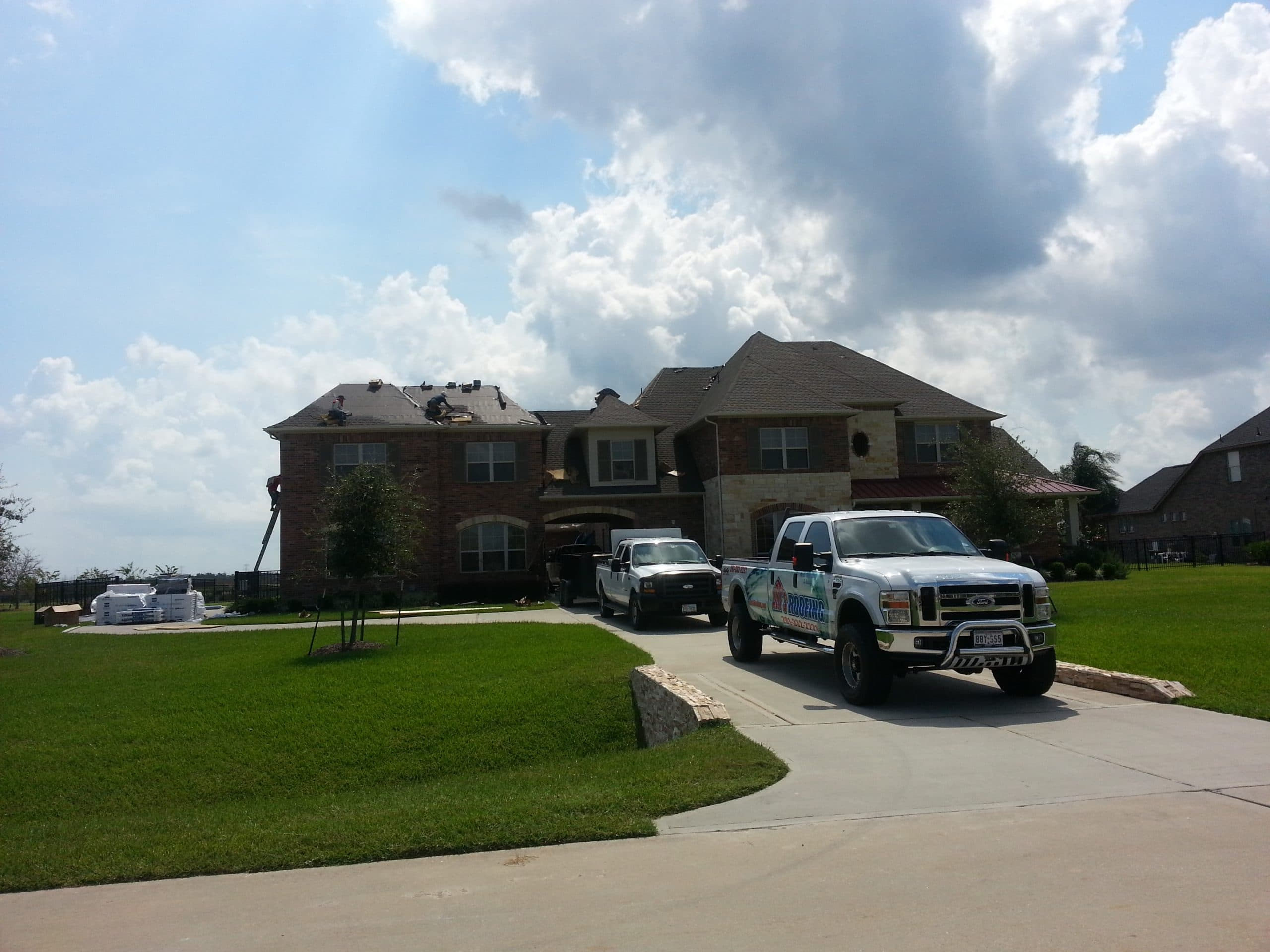Art's Roofing in Action