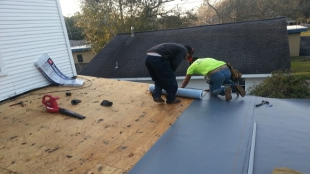 installing a roof on a Texas home